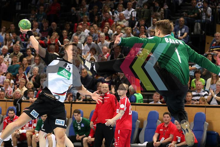 Kiel, 14.06.15, Sport, Handball, L&auml;nderspiel, EM-Qualifikation, Deutschland - &Ouml;sterreich : Niclas Pieczkowski (TuS N-L&uuml;bbecke / Deutschland, #43), Thomas Bauer (TBV Lemgo / &Ouml;sterrich, #01)<br /> <br /> Foto &copy; P-I-X.org *** Foto ist honorarpflichtig! *** Auf Anfrage in hoeherer Qualitaet/Aufloesung. Belegexemplar erbeten. Veroeffentlichung ausschliesslich fuer journalistisch-publizistische Zwecke. For editorial use only.