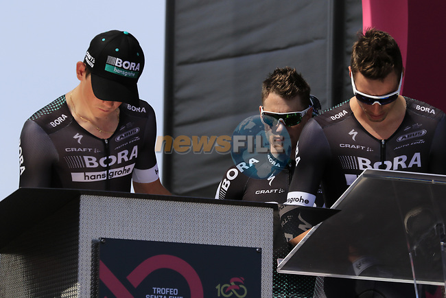 Sam Bennett (IRL) Bora-Hansgrohe at sign on before Stage 1 of the 100th edition of the Giro d'Italia 2017, running 206km from Alghero to Olbia, Sardinia, Italy. 4th May 2017.<br /> Picture: Eoin Clarke | Cyclefile<br /> <br /> <br /> All photos usage must carry mandatory copyright credit (&copy; Cyclefile | Eoin Clarke)