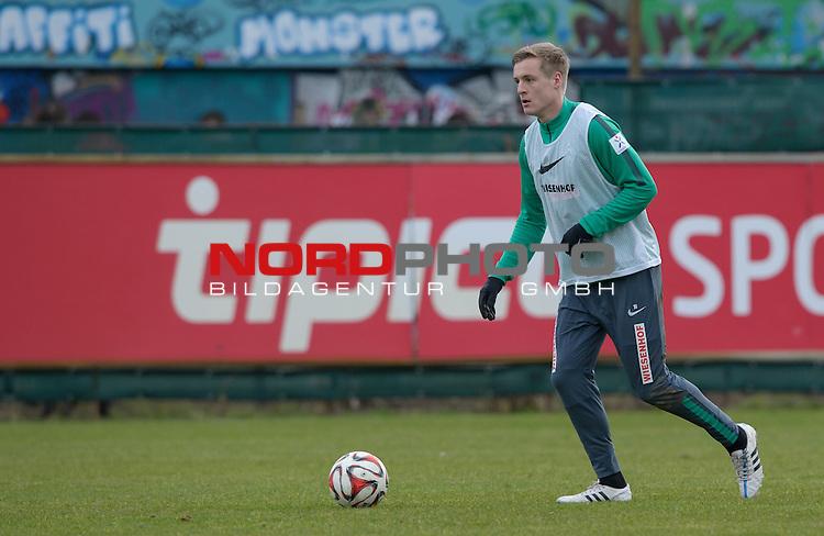 25.02.2015, Trainingsgelaende, Bremen, GER, 1.FBL, Training Werder Bremen, im Bild Felix Kroos (Bremen #18)<br /> <br /> Foto &copy; nordphoto / Frisch