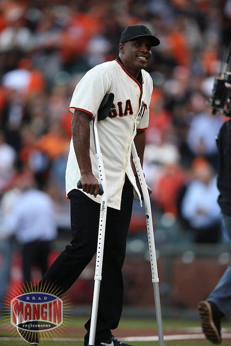 SAN FRANCISCO, CA - OCTOBER 15:  Former San Francisco Giants great Barry Bonds walks off the field on crutches (hip surgery) after throwing out the first pitch before Game 4 of the National League Championship Series against the St. Louis Cardinals at AT&T Park on Wednesday, October 15, 2014 in San Francisco, California. Photo by Brad Mangin