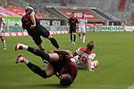 Drunzer und drueber-Raphael FRAMBERGER (FC Augsburg),<br />Rouwen HENNINGS (Fortuna Duesseldorf),<br />Chris Felix UDUOKHAI  (FC Augsburg).<br />Strafraumszene,<br /><br />Fussball 1. Bundesliga, 33.Spieltag, Fortuna Duesseldorf (D) -  FC Augsburg (A), am 20.06.2020 in Duesseldorf/ Deutschland. <br /><br />Foto: AnkeWaelischmiller/Sven Simon/ Pool/ via Meuter/Nordphoto<br /><br /># Editorial use only #<br /># DFL regulations prohibit any use of photographs as image sequences and/or quasi-video #<br /># National and international news- agencies out #