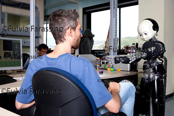 Genova, Istituto Italiano di Tecnologia - il robot ICUB