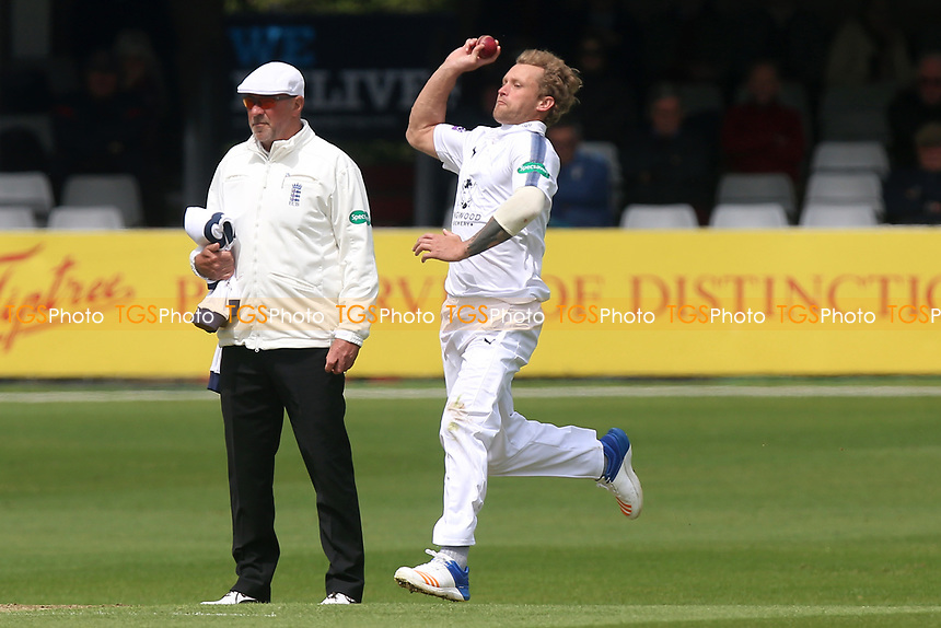 Gareth Berg in bowling action for Hampshire during Essex CCC vs Hampshire CCC, Specsavers County Championship Division 1 Cricket at The Cloudfm County Ground on 19th May 2017