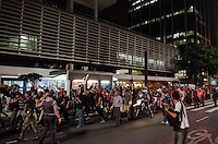 SAO PAULO, 07 DE JUNHO DE 2013 - PROTESTO AUMENTO TARIFA - Após passeata pela Avenida Faria Lima e arredores, grupo de manifestantes subiram a Avenida Rebouças e seguiram pela Avenida Paulista até o vão livre do Mssp onde encerraram o protesto, na noite desta sexta feira, 07. (FOTO: ALEXANDRE MOREIRA / BRAZIL PHOTO PRESS)