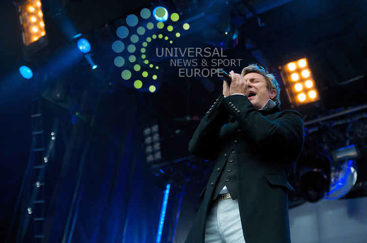 Simon le bon gives it some vocals to the castle...Duran Duran at Edinburgh Castle 16/07  Pictures taken by Bob Mather/Universal.All pictures must be credited to www.universalnewsandsport.com (Office) 0844 884 51 22