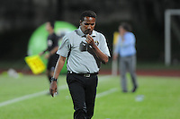 ITAGÜÍ -COLOMBIA-15-02-2014. Hernán Pacheco técnico de Fortaleza FC en partido  contra Itaguí por la fecha 5 de la Liga Postobon I 2014 jugado en el estadio Metropolitano de Itaguí./ Hernan Pacheco coach of Fortaleza FC during match against Itagui for the fifth date of the Postobon League I 2014 played at Metropolitano stadium in Itaguí city.  Photo:VizzorImage/Luis Ríos/STR