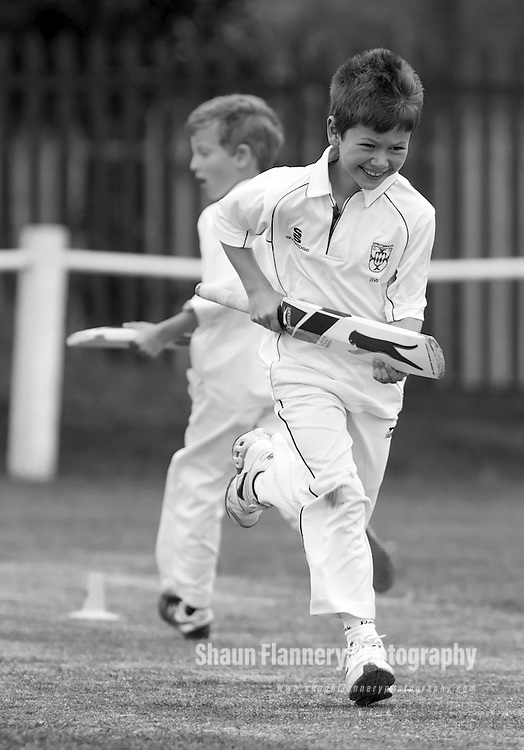 Pix: Shaun Flannery/shaunflanneryphotography.com...COPYRIGHT PICTURE>>SHAUN FLANNERY>01302-570814>>07778315553>>..29th May 2011...............Cricket, Sprotbrough v Bentley Under 9's.First round of the Doncaster Junior Cricket League Cup..Ben Wilson.