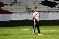 ATENÇÃO EDITOR: FOTO EMBARGADA PARA VEÍCULOS INTERNACIONAIS - RECIFE,PE,09 SETEMBRO 2012 - TREINO SELEÇÃO CHINA  -  Camacho tecnico da  seleção Chinesa   na noite  de hoje no Estadio do Arruda em Recife.FOTO ALE VIANNA - BRAZIL PHOTO PRESS.