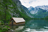 Deutschland, Bayern, Oberbayern, Berchtesgadener Land, Bootshaus der Fischunkelalm am Obersee im Nationalpark Berchtesgaden | Germany, Upper Bavaria, Berchtesgadener Land, Boathouse at Upper Lake in Berchtesgaden National Park