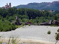 8 Aprile 2020 - Crollo del ponte di Albiano sul fiume Magra che collega la Liguria alla Toscana. Gestito dall'ANAS dalle ispezioni fatte su segnalazione della popolazione, non erano emerse criticità.<br /> April 8, 2020 - Collapse of the Albiano bridge over the Magra river that connects Liguria to Tuscany. Managed by ANAS from inspections carried out on the recommendation of the population, no critical issues emerged.