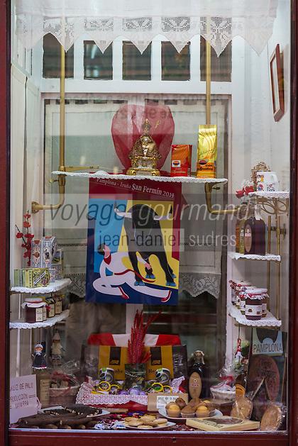 Espagne, Navarre, Pampelune, Boutique de produits régionaux: Hijos de U. Ataun, Calle Major //  Spain, Navarre, Pamplona: Shop selling regional products: Hijos de U. Ataun, Calle Major