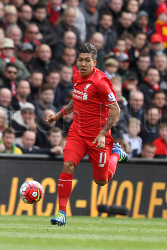 10.04.2016. Anfield, Liverpool, England. Barclays Premier League. Liverpool versus Stoke. Roberto Firmino of Liverpool  races clear down the left wing.