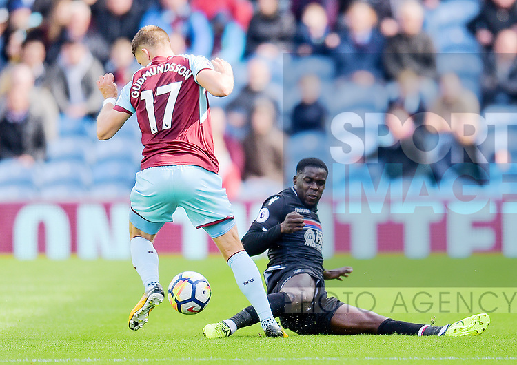 Burnley's Johann Guomundsson and Crystal Palace's Jeffrey Schlupp in action during the premier league match at the Turf Moor Stadium, Burnley. Picture date 10th September 2017. Picture credit should read: Paul Burrows/Sportimage