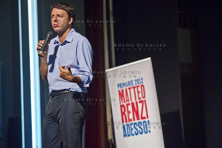 PESCARA (PE) 01/10/2012 - MATTEO RENZI CANDIDATO ALLE PRIMARIE DEL PD ARRIVA CON IL SUO CAMPER A PESCARA. NELLA FOTO MATTEO RENZI (PD) . FOTO DILORETO ADAMO