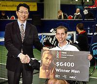 18-11-07, Netherlands, Amsterdam, Wheelchairtennis Masters 2007, Winner Robin Ammerlaan receives the cheque from Mr. Susuki from NEC