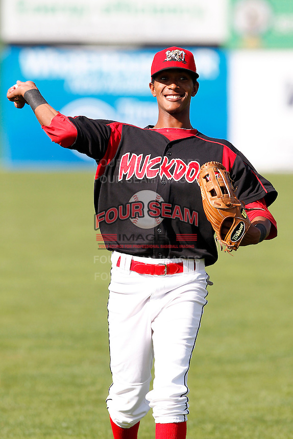 Batavia Muckdogs outfielder Victor Encarnacion #6 during the first game of a doubleheader against the Mahoning Valley Scrappers at Dwyer Stadium on August 22, 2011 in Batavia, New York.  Batavia defeated Mahoning Valley 3-2 in extra innings.  (Mike Janes/Four Seam Images)
