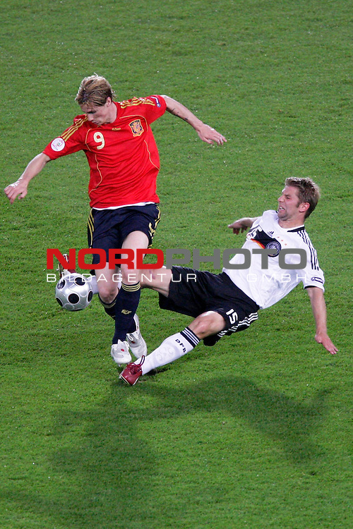 UEFA Euro 2008  Finale<br /> <br /> Vienna - Ernst Happel Match 32<br /> Deutschland ( GER ) - Spanien ( ESP )<br /> <br /> Zweikampf zwischen Thomas Hitzlsperger ( Germany / Mittelfeldspieler / Midfielder /  VFB Stuttgart #15) und Fernando Torres  (  Spain / Angreifer / Forward /  Liverpool FC #09 )<br /> <br /> Foto &copy; nph (  nordphoto  )<br /> <br /> <br /> <br />  *** Local Caption ***