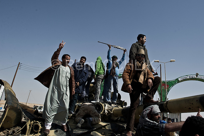 © Remi OCHLIK/IP3 -  Ajdabiya March 26, 2011 - Libyan fighters, civilians, chabab, celebrate the fall of the town Ajdabiya, overnight fighters succeed in taking the city back to the Mouamar Kadhafi loyalist forces.
