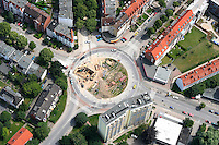 Kreisverkehr :EUROPA, DEUTSCHLAND, SCHLESWIG- HOLSTEIN  29.06.2005: Kreisverkehr in der Hansestadt Luebeck, Baustelle, Strassenbau, Ziegelstrasse, Wisbystrasse, Steinrader Weg, Strassenverkehr, Verkehr, Auto, Autos, Kfz, Verkehrssystem, Wirtschaft, Stadtverkehr, Infrastruktur, Kreis, Kreisverkehr, Bau, Baustelle, Neubau, Wohngebiet,  Strassenbau, Ausbau, auto, automobile, automobiles, Richtung, rund, Auswahl,  building, building site, car, cars, circle, circuit, city traffic, construction, cycle, dredger, dredgers, economy, fabric, germany, infra structure, infrastructure, motorcar, new building, road, road building, road traffic, road works, roundabout traffic, street, street address, to dig, to excavate, traffic, transport, upgrading,  Luftaufnahme, Luftbild, Luftfotografie.c o p y r i g h t : A U F W I N D - L U F T B I L D E R . de.G e r t r u d - B a e u m e r - S t i e g  1 0 2,  .2 1 0 3 5  H a m b u r g ,  G e r m a n y.P h o n e  + 4 9  (0) 1 7 1 - 6 8 6 6 0 6 9 .E m a i l  :    H w e i 1 @ a o l . c o m.w w w . a u f w i n d - l u f t b i l d e r . d e.K o n t o : P o s t b a n k    H a m b u r g .B l z : 2 0 0 1 0 0 2 0  .K o n t o : 5 8 3 6 5 7 2 0 9.C  o p y r i g h t   n u r   f u e r   j o u r n a l i s t i s c h  Z w e c k e, .keine  P e r s o e n  l i c h k e i t s r e c h t e   v o r  h a n d e n, .V e r o e f f e n t l i c h u n g  n u r    m i t  H o n o r a r  n a c h  MFM, N a m e n s n e n n u n g und B e l e g e x e m p l a r !...