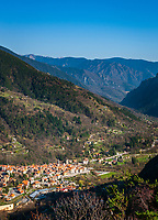 Frankreich, Provence-Alpes-Côte d'Azur, Saint-Martin-Vésubie: Bergdorf (Village Perché) in den franzoesischen Seealpen im Tal der Vésubie, Eingang zum Nationalpark Mercantour (Parc national du Mercantour) | France, Provence-Alpes-Côte d'Azur, Saint-Martin-Vésubie: mountain village (Village Perché) in the French Maritime Alps at Vésubie Valley, entrance to the Mercantour National Park (Parc national du Mercantour)