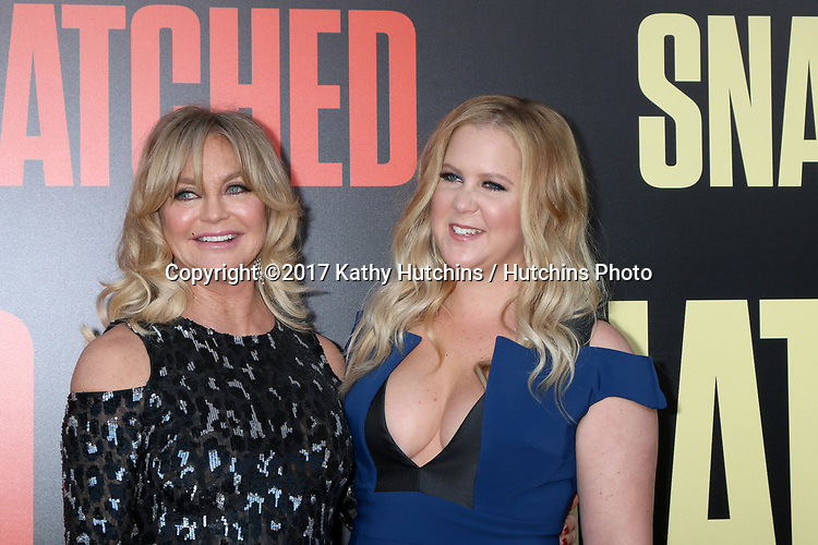 """LOS ANGELES - MAY 10:  Goldie Hawn, Amy Schumer at the """"Snatched"""" World Premiere at the Village Theater on May 10, 2017 in Westwood, CA"""