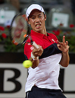 Il giapponese Kei Nishikori in azione contro il serbo Viktor Troicki durante gli Internazionali d'Italia di tennis a Roma, 14 maggio 2015. <br /> Japan's Kei Nishikori in action against Serbia's Viktor Troicki during the Italian Open tennis tournament in Rome, 14 May 2015.<br /> UPDATE IMAGES PRESS/Riccardo De Luca