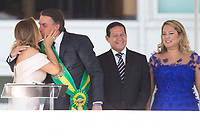 BRASILIA, DF, 01.01.2019 - BOLSONARO-POSSE- O presidente Jair Bolsonaro beija sua esposa Michelle Bolsonaro na posse presidencial presidencial para o presidente empossado, Jair Bolsonaro, nesta terça-feira, 01. (Foto:Ed Ferreira / Brazil Photo Press)