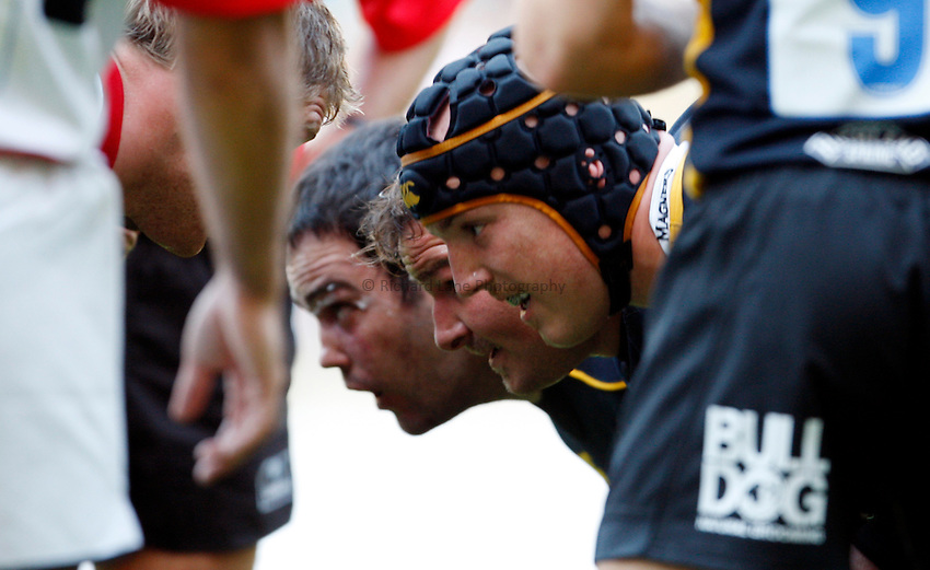Photo: Richard Lane/Richard Lane Photography..London Wasps v Saracens. Guinness Premiership. 15/09/2007. .Wasps front row, (lt to rt) Pat Barnard, James Buckland and Tom Palmer.