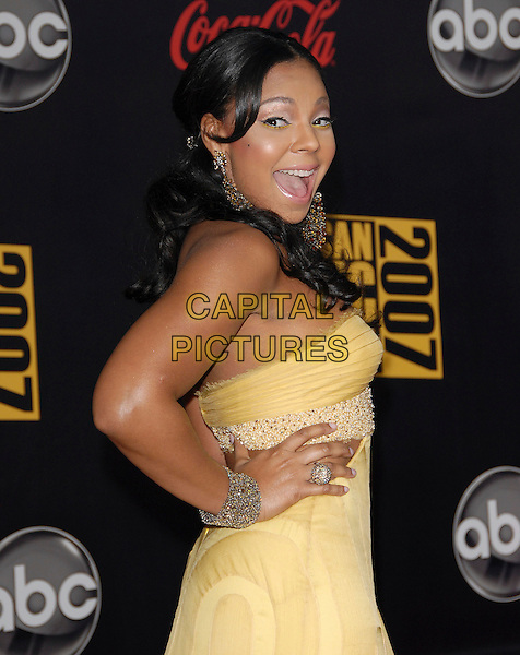 ASHANTI.At The 35th Annual American Music Awards held at The Nokia Theatre in Los Angeles, California, USA, .November 18, 2006..half length yellow strapless dress hand on hip mouth open.CAP/DVS.©Debbie VanStory/Capital Pictures