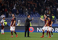 Calcio, Champions League, Gruppo E: Roma vs Bayer Leverkusen. Roma, stadio Olimpico, 4 novembre 2015.<br /> Roma's coach Rudi Garcia, center, congratulates with his players at the end of a Champions League, Group E football match between Roma and Bayer Leverkusen, at Rome's Olympic stadium, 4 November 2015. Roma won 3-2.<br /> UPDATE IMAGES PRESS/Isabella Bonotto