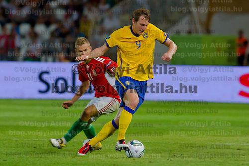 Hungary's Vladimir Koman (L) fights for the ball with Sweden's Kim Kallstrom (R) during the UEFA EURO 2012 Group E qualifier Hungary playing against Sweden in Budapest, Hungary on September 02, 2011. ATTILA VOLGYI