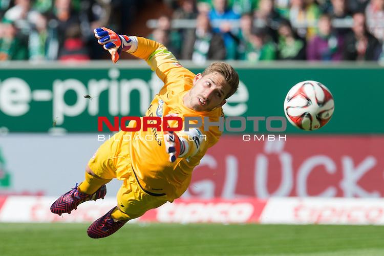 02.05.2015, Weser Stadion, Bremen, GER, 1.FBL. Werder Bremen vs Eintracht Frankfurt, im Bild<br /> <br /> <br /> Kevin Trapp (Eintracht Frankfurt)<br /> Einzelaktion, Halbk&ouml;rper / Halbk&ouml;rper, <br /> <br /> <br /> <br /> Foto &copy; nordphoto / Kokenge