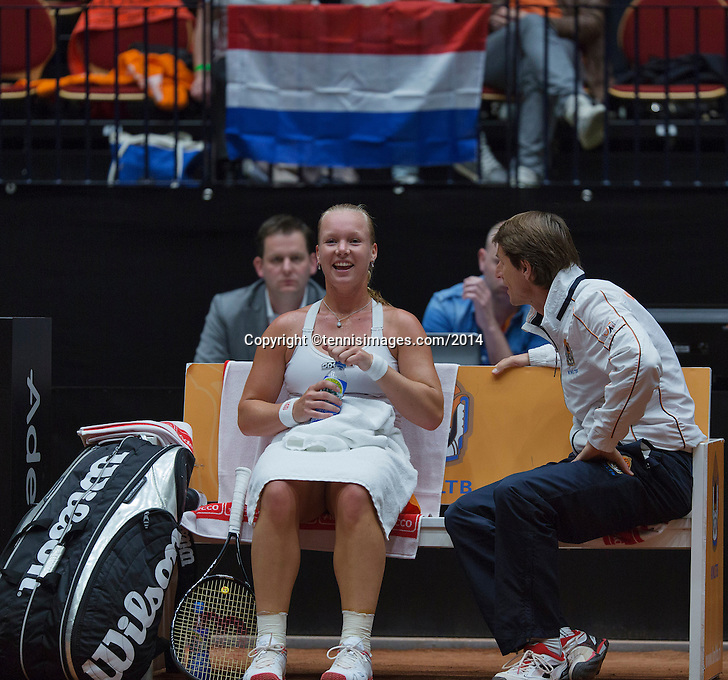 The Netherlands, Den Bosch, 16.04.2014. Fed Cup Netherlands-Japan, Dutch captain Paul Haarhuis on the bench with Kiki Bertens<br /> Photo:Tennisimages/Henk Koster