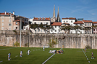 Europe/France/Aquitaine/64/Pyrénées-Atlantiques/Pays-Basque/Bayonne: Match de l' Aviron bayonnais rugby  _ Photo prise au Stade des Remparts - en fond la ville avec ses remparts et  la Cathédrale Sainte-Marie [Non destiné à un usage publicitaire - Not intended for an advertising use]