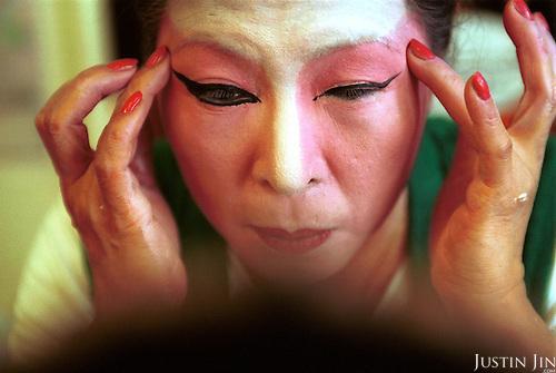 Netherlands, Amsterdam, 02-2002..Dutch-Chinese preparing for an opera performance.  Elderly. Old age. Pension. Chinese. Culture. Allochdtonen. Opera. Arts..Foto: Justin Jin