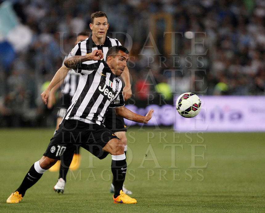 Calcio, finale Tim Cup: Juventus vs Lazio. Roma, stadio Olimpico, 20 maggio 2015.<br /> Juventus' Carlos Tevez, foreground, controls the ball past his teammate Stephan Lichsteiner during the Italian Cup final football match between Juventus and Lazio at Rome's Olympic stadium, 20 May 2015.<br /> UPDATE IMAGES PRESS/Isabella Bonotto