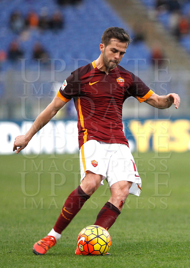 Calcio, Serie A: Roma vs Hellas Verona. Roma, stadio Olimpico, 17 gennaio 2016.<br /> Roma&rsquo;s Miralem Pjanic kicks the ball during the Italian Serie A football match between Roma and Hellas Verona at Rome's Olympic stadium, 17 January 2016.<br /> UPDATE IMAGES PRESS/Isabella Bonotto