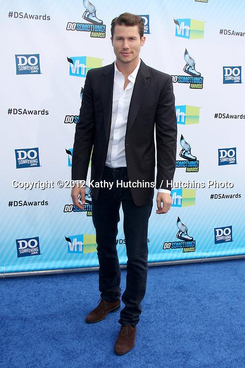 LOS ANGELES - AUG 19:  Jason Dundas arrives at the 2012 Do Something Awards at Barker Hanger on August 19, 2012 in Santa Monica, CA