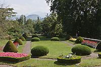 Europe/France/Aquitaine/64/Pyrénées-Atlantiques/Pays-Basque/Trois-Villes: Le Château d'Eliçabéa - Occupant une terrasse dominant le Saison, il fait face aux montagnes de Haute-Soule.-  Le parc à l'anglaise