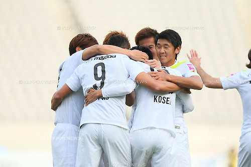 Sanfrecce Hiroshima team group (Sanfrecce), <br /> APRIL 18, 2015 - Football /Soccer : <br /> 2015 J1 League 1st stage match <br /> between F.C. Tokyo 1-2 Sanfrecce Hiroshima <br /> at Ajinomoto Stadium, Tokyo, Japan. <br /> (Photo by YUTAKA/AFLO SPORT) [1040]
