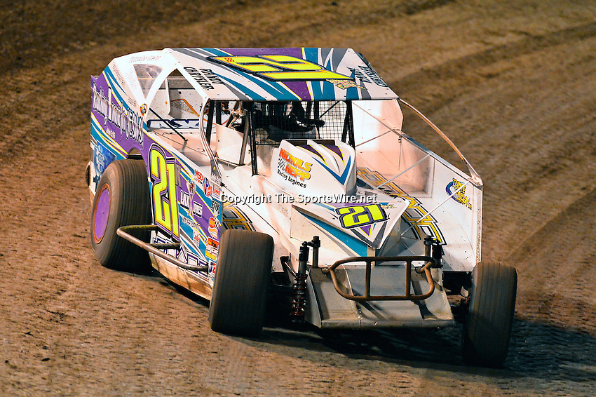 Feb 19, 2014; 6:41:40 PM;  Barberville, FL, USA;  Super DIRT car Series Big Block Modifieds presented by Summit Racing Equipment at Volusia Speedway Park.  Mandatory Credit: (thesportswire.net)