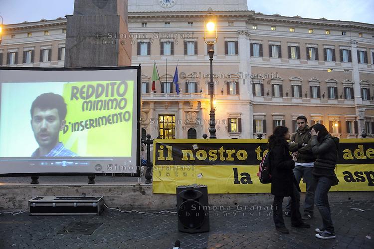 """Roma, 19 Marzo 2012.Piazza Montecitorio.Presidio contro la precarietà , per il salario minimo , per la casa e la pensione..Comitato """"il nostro tempo è adesso""""."""
