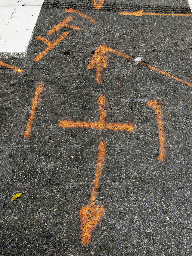 USA. New York City. Orange arrows and abstract forms arrows painted on the concrete road in the Upper East Side in Manhattan. 25.10.2011 © 2011 Didier Ruef