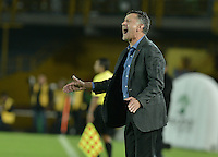 BOGOTÁ -COLOMBIA, 29-04-2015. Juan Carlos Osorio técnico de Atlético Nacional gesticula durante partido contra La Equidad por la fecha 9 de la Liga Águila I 2015 jugado en el estadio Nemesio Camacho El Campin de la ciudad de Bogotá./ Juan Carlos Osorio coach of Atletico Nacional gestures during match against La Equidad for the 9th date of the Aguila League I 2015 played at Nemesio Camacho El Campin stadium in Bogotá city. Photo: VizzorImage/ Gabriel Aponte / Staff