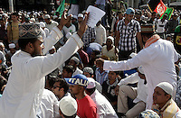 "Immigrati di religione musulmana protestano contro il film ""innocenza islamica"" prodotto in America e le vignette anti-Maometto pubblicate in Francia, a Roma, 21 settembre 2012.<br />