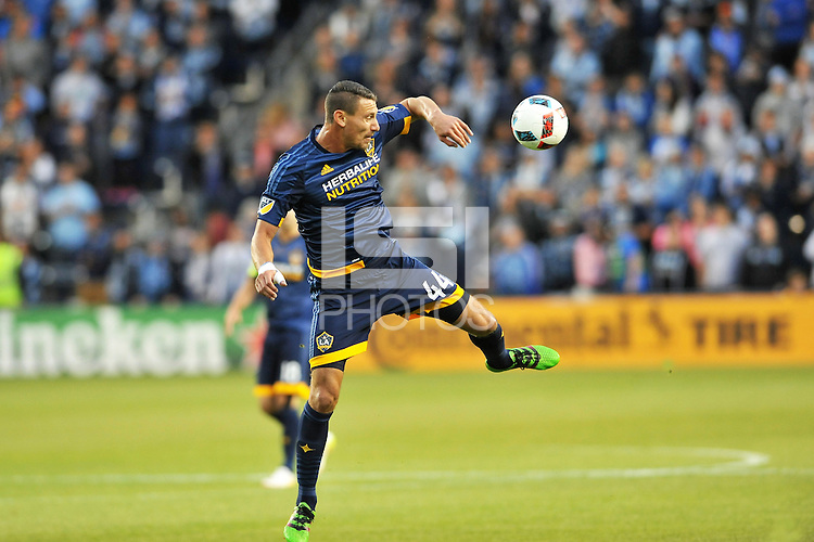 Kansas City, Kansas - Sunday May 1, 2016: Sporting Kansas City tied LA Galaxy 1-1 in an MLS game at Children's Mercy Park.