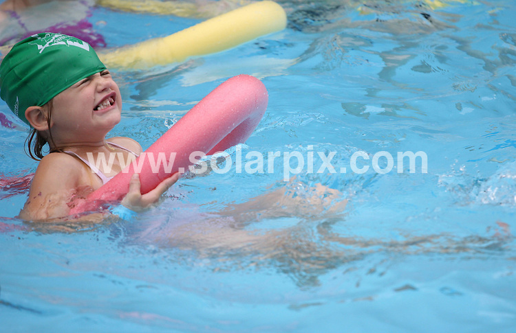 **ALL ROUND PICTURES FROM SOLARPIX.COM**.**WORLDWIDE SYNDICATION RIGHTS**.Rebecca Adlington, Olympic gold medal-winning swimmer is joined by Mayor of London, Boris Johnson to launch a four-week mobile swimming pool on the South Bank of the River Thames in London, which is free to use by members of the public. London, UK. 4 August 2009.This pic: Atmosphere..JOB REF: 9680 LNJ     DATE: 04_08_2009.**MUST CREDIT SOLARPIX.COM OR DOUBLE FEE WILL BE CHARGED**.**MUST NOTIFY SOLARPIX OF ONLINE USAGE**.**CALL US ON: +34 952 811 768 or LOW RATE FROM UK 0844 617 7637**
