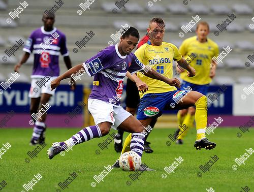 2011-07-17 / Voetbal / seizoen 2011-2012 / Beerschot SV - STVV / Sherjill Macdonald met Gregory Dufer (STVV)..Foto: mpics