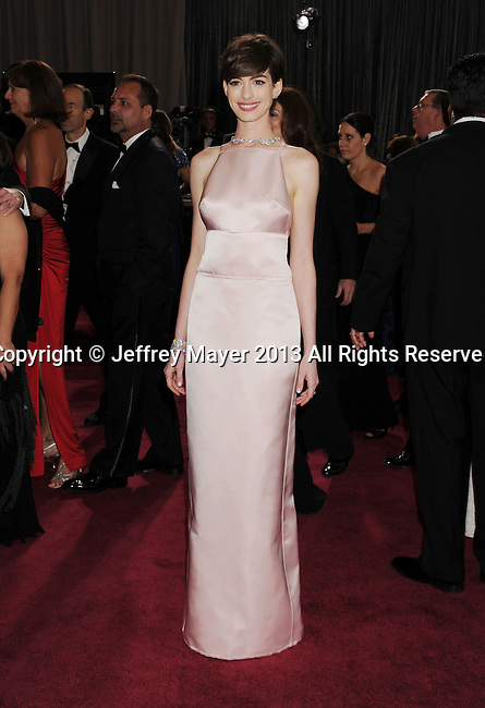 HOLLYWOOD, CA - FEBRUARY 24: Anne Hathaway arrives at the 85th Annual Academy Awards at Dolby Theatre on February 24, 2013 in Hollywood, California.