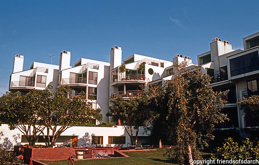 Santa Monica CA: Sea Colony Condo Complex, Neilson Way.   Photo '83.
